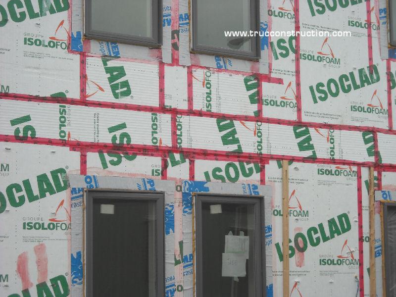 isolation des murs de charpente d 39 une maison. Black Bedroom Furniture Sets. Home Design Ideas